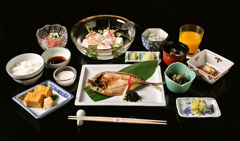 料亭旅館 大洗山口楼の朝食は、豪華で品数が多く、毎日入れ替わります。