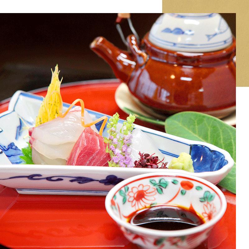 四季の恵みを、「舌」と「目」と「耳」で味わっていただく会席料理。