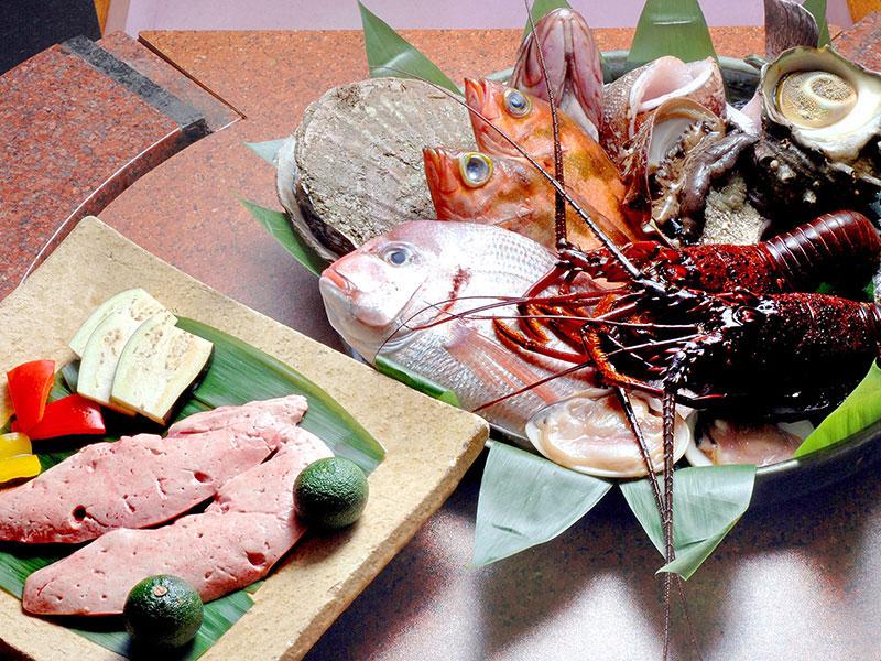 新鮮な魚介類・お野菜を、お客様の目の前の鉄板でお焼きします。